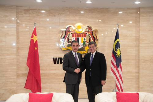 Chinese State Councilor and Foreign Minister Wang Yi (L) meets with his Malaysian counterpart Saifuddin Abdullah in Kuala Lumpur on Tuesday, July 31, 2018. [Photo: fmprc.gov.cn]