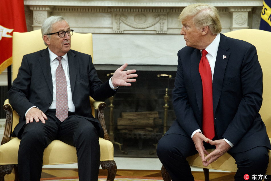 President Donald Trump meets with European Commission president Jean-Claude Juncker in the Oval Office of the White House, Wednesday, July 25, 2018, in Washington. [Photo: IC]