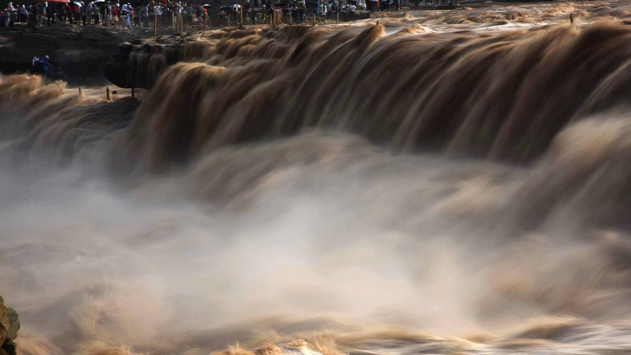 Raging waters of Yellow River's Hukou Waterfall attract tourists