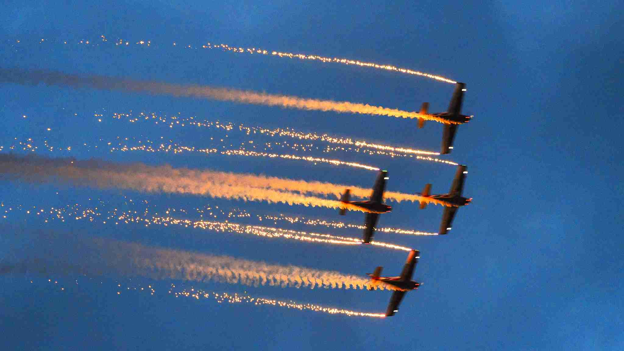 Flight stunts brighten dusk in Guizhou