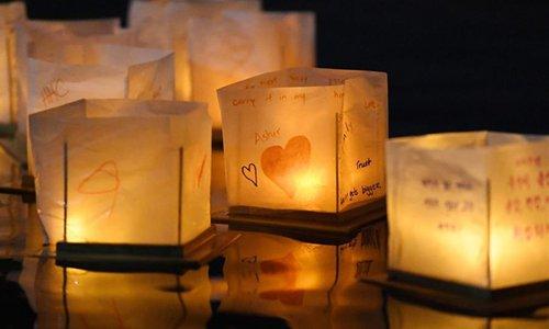 People celebrate water lantern festival in Maryland, US