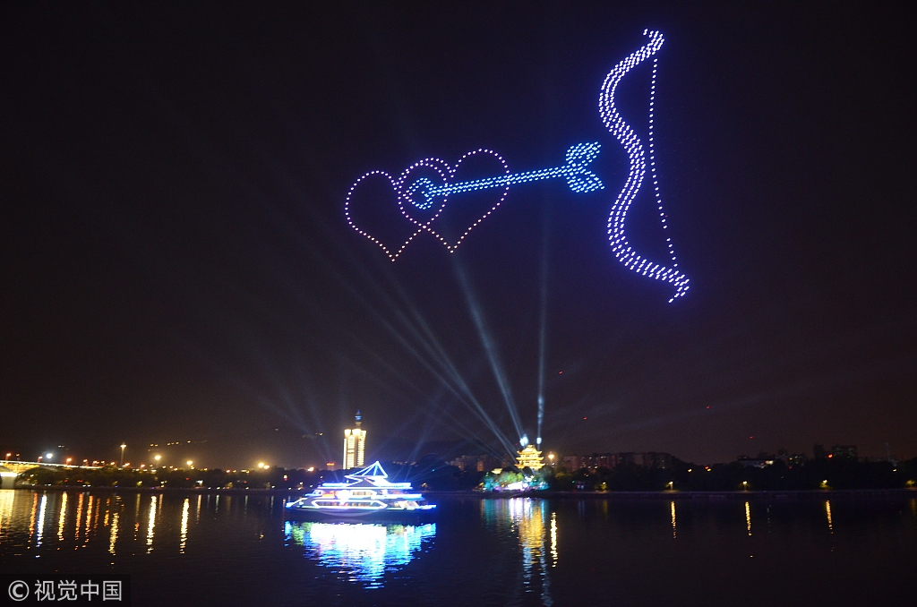 "Drones light up night in Changsha for ""Chinese Valentine's Day"""
