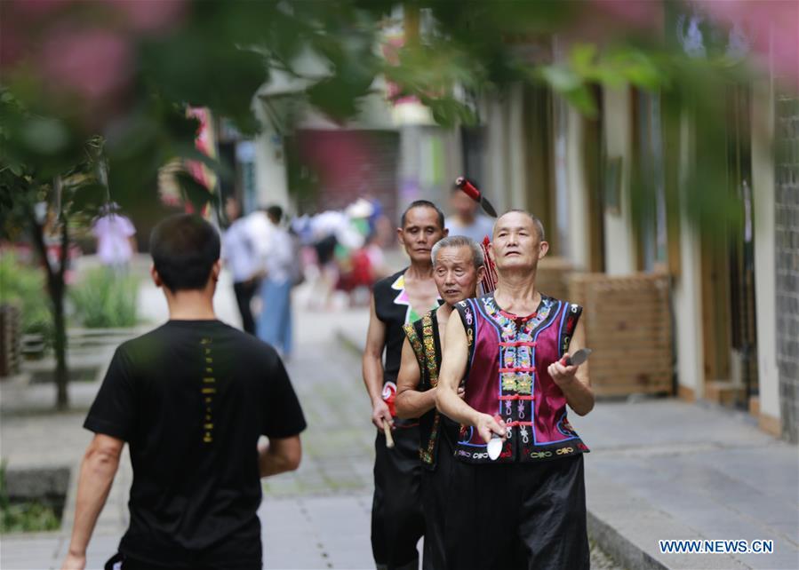 Folk artists perform Sanbanggu at scenic spot in Zhangjiajie City, C China's Hunan