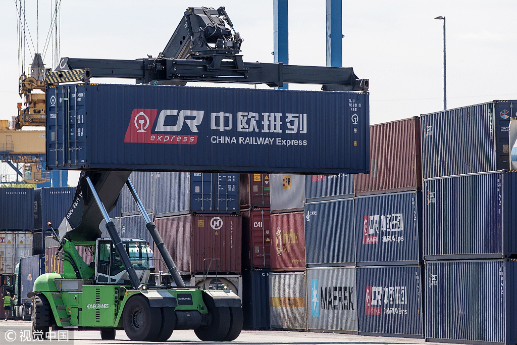 Containers from China are carried at terminal in the Duisburg port on July 16, 2018 in Duisburg, Germany. [Photo: VCG]