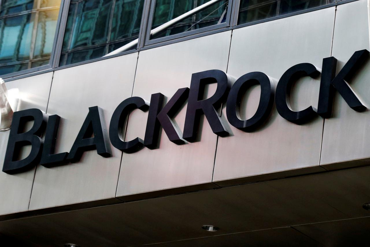 BlackRock may keep fees despite executive's US campaign donation: SEC