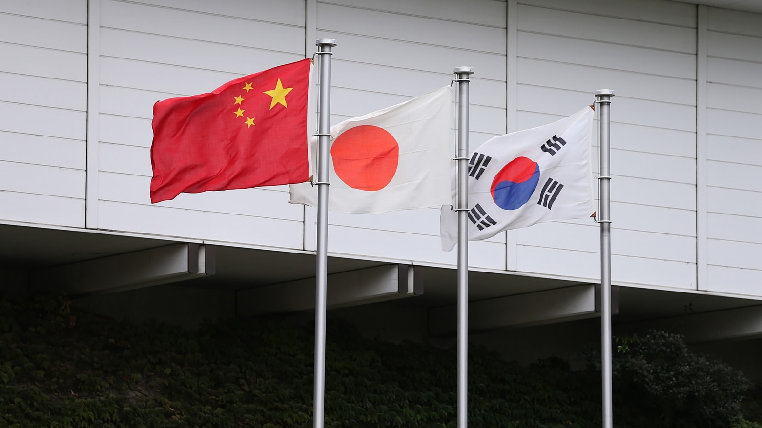 China vows to play active role in Korean Peninsula issue