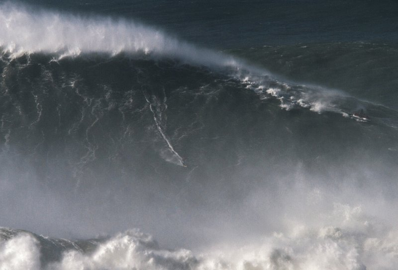 80-foot wave in Portugal gives Brazilian surfer world record