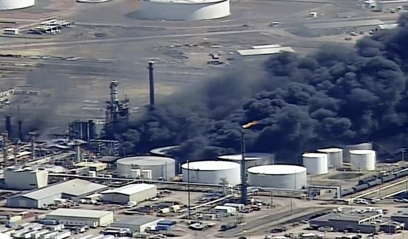 Explosion rocks Wisconsin refinery, forcing evacuations