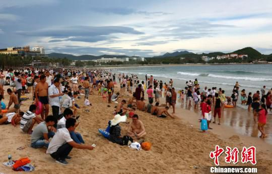 Sanya promises $24,000 to tourism whistle-blowers