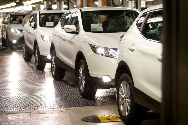 Trump rolls back Obama-era fuel efficiency rules
