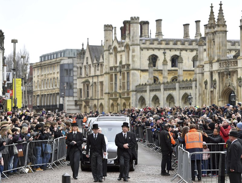 Hundreds line Cambridge streets to honor Stephen Hawking