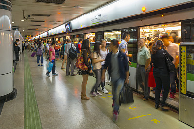 Apple software adds bus and subway rides in Beijing, Shanghai