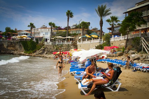Europe's tourist hot spots look for ways to cope with 'overtourism'