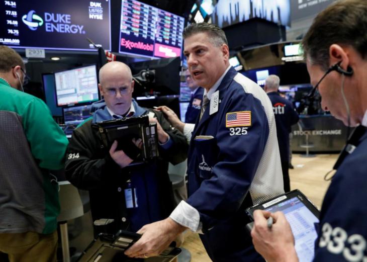 Wall St. struggles to shake off trade war fears, tech gloom