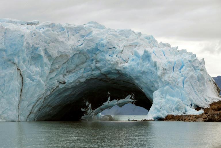 Ice bridge in Argentine glacier collapses, no witnesses