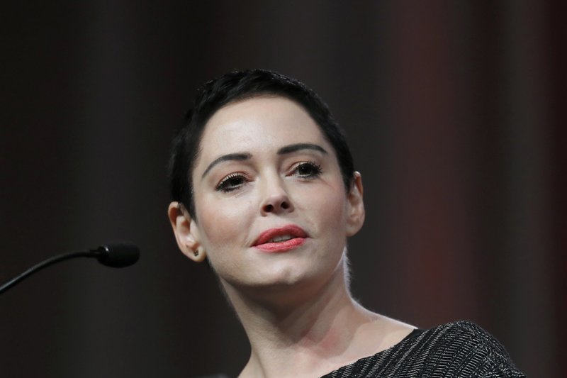 Judge declines motion to dismiss charge against Rose McGowan