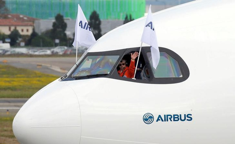 Airbus fights to defend A330 as order decisions loom