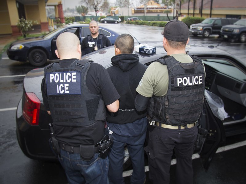 Immigration chief: 800 avoided arrest due to mayor's warning