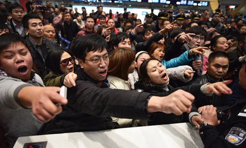 Shanghai sees mass departure of travelers ahead of Chinese New Year