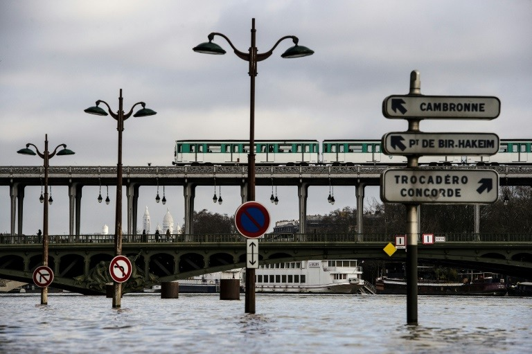 Parisians brace for flooding risks as Seine creeps higher