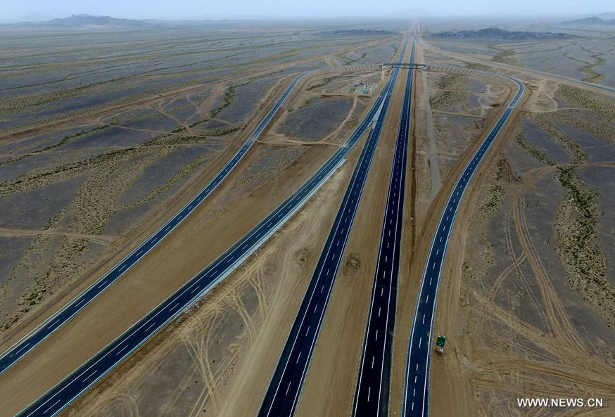 Xinjiang spends 31.3 billion USD on road construction in 2017