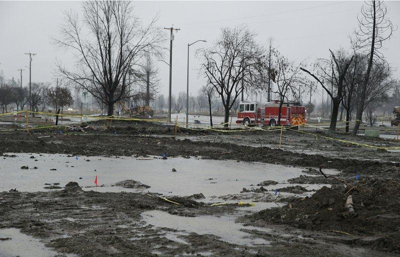 2 killed as mud engulfs California burn areas