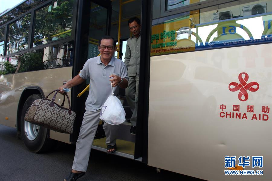 """Feature: Chinese """"smart"""" buses bring safe, comfortable transport to Cambodia"""