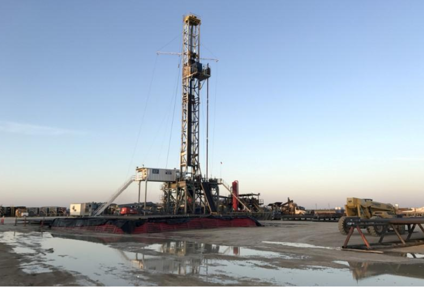 US oil drillers cut rigs for first week in three: Baker Hughes