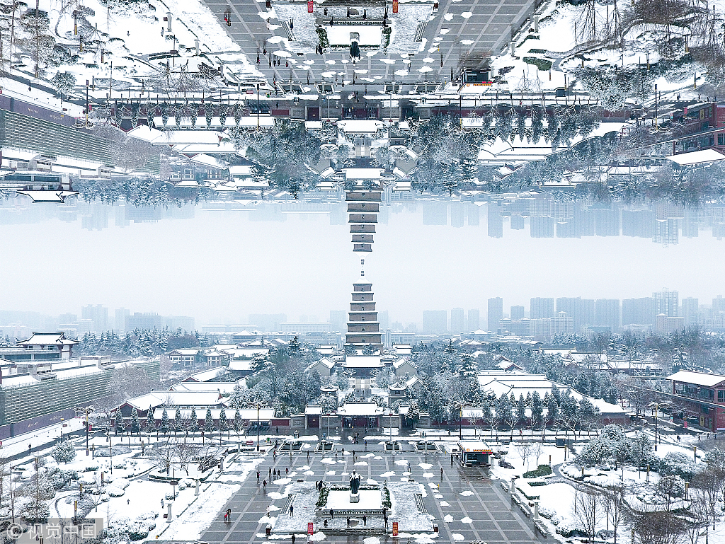 Amazing! Fantastic snowscape in Xi'an through mirror reflection