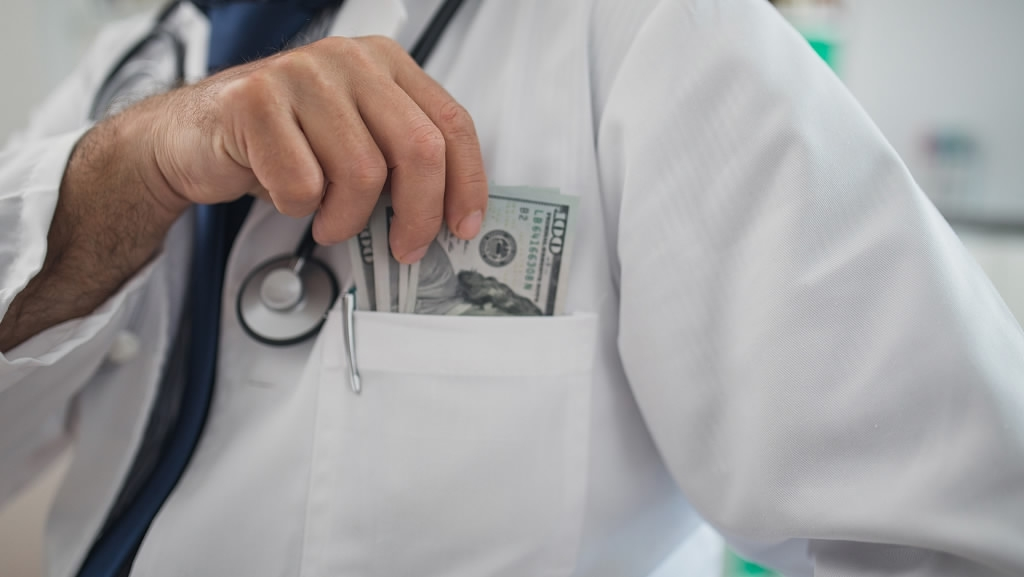 Doctor punished by hospital for fake payments photo