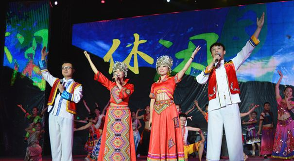 Ethnic minority folk songs bring spirit of 19th National Congress of CPC to life