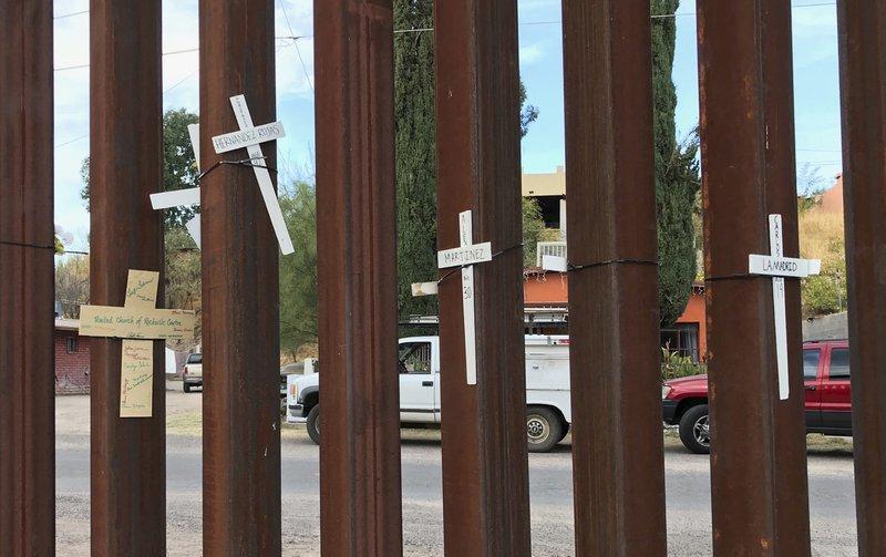 Border arrests fall, deportations soar in Trump's first year