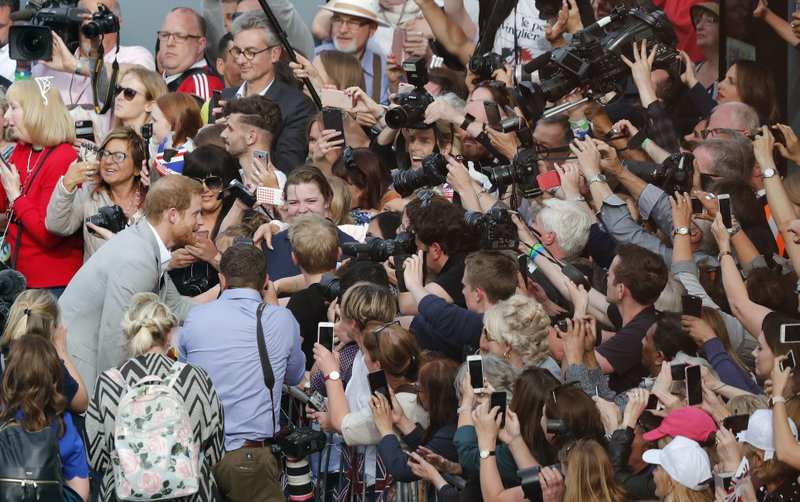 Windsor gears up for royal wedding, embraces Harry, Meghan