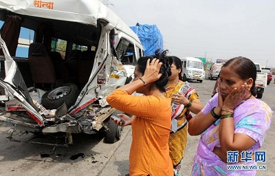 7 killed, 13 injured in bus crash in western India