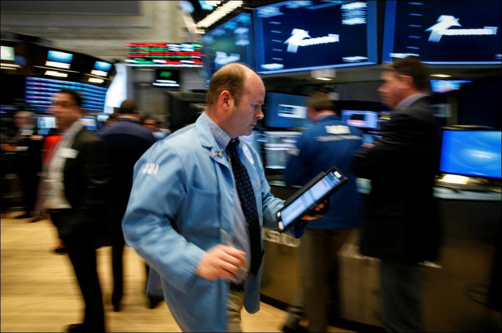 Political risk hits Italy's stocks, bonds, euro; dollar gains again