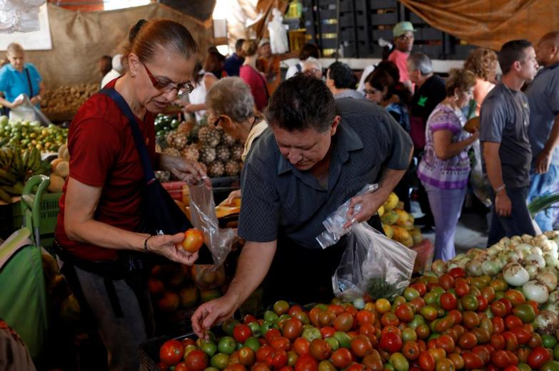 Venezuela meets creditors in bid to dodge default