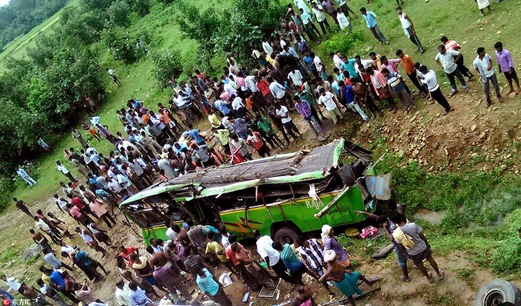 13 killed in bus-truck collision in western India