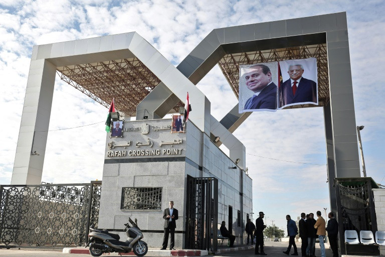 Hamas hands over border crossings to Palestinian Authority