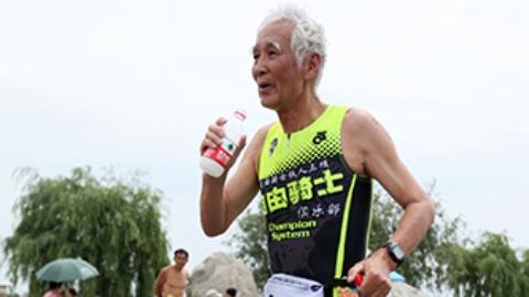 A Chinese grandpa falls in love with marathon