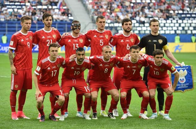 russianfootballers.jpg