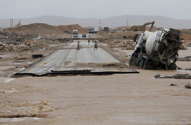 Powerful cyclone strikes Oman, Yemen; 5 dead, 30 missing