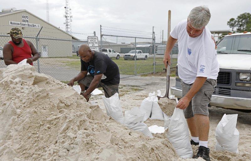 US states prepare as Subtropical Storm Alberto heads north