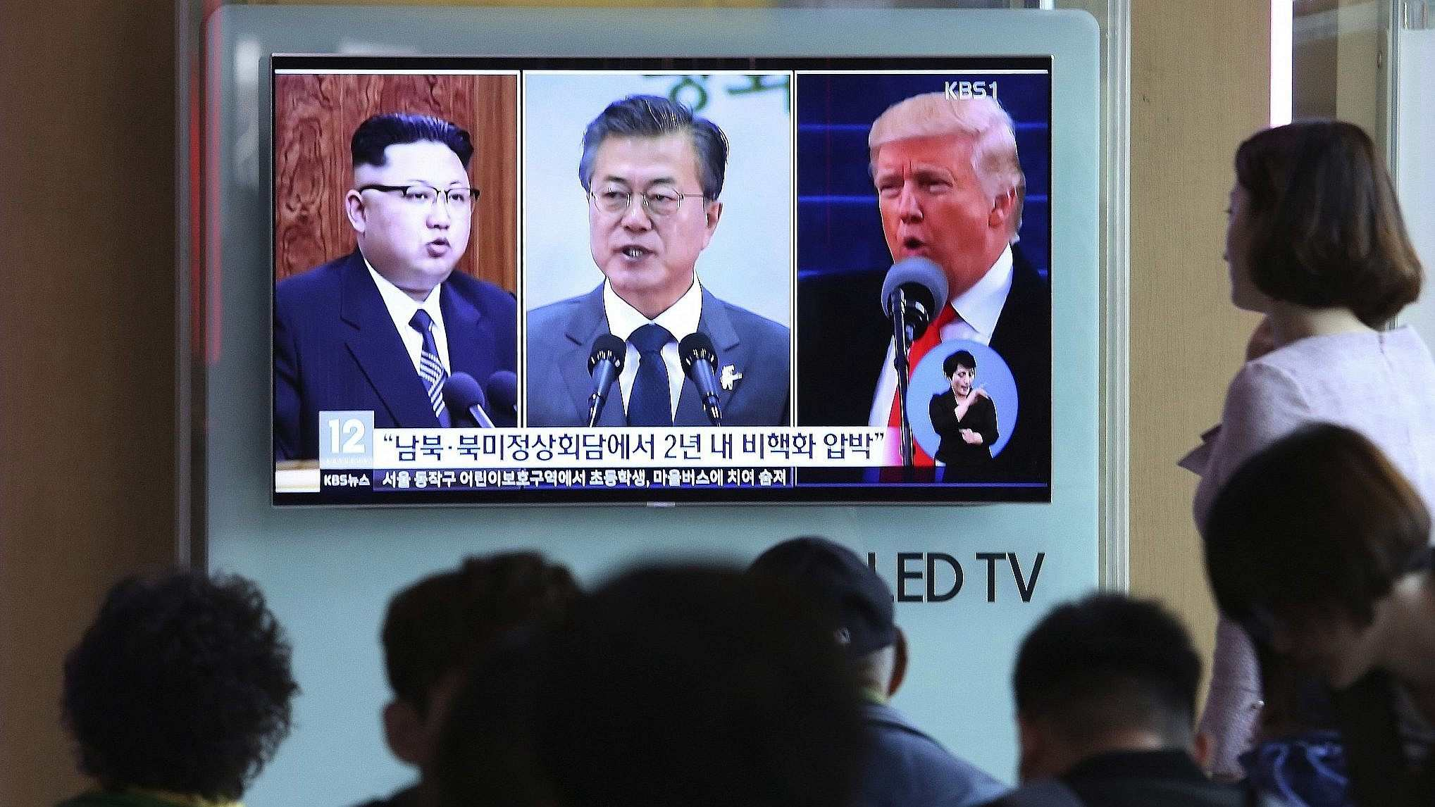 Moon Jae-in may join DPRK, US in Singapore for three-way summit