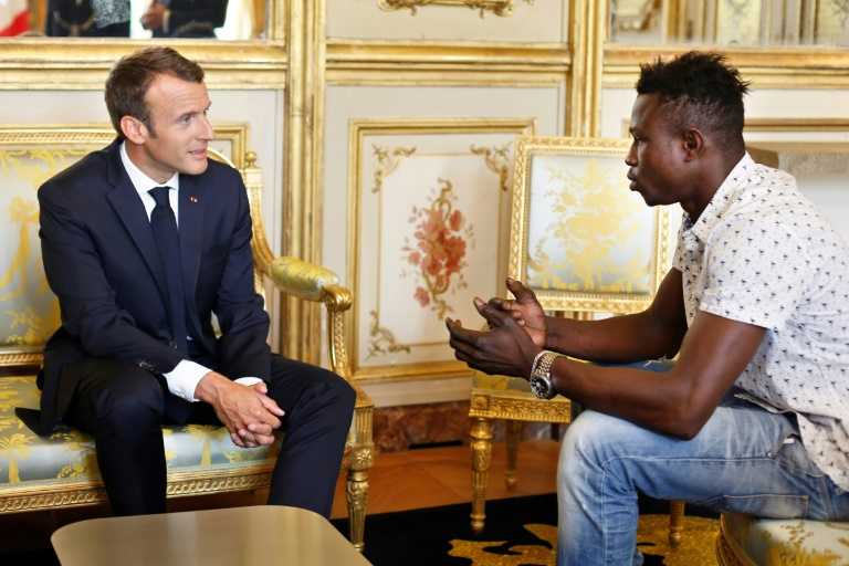 'Hero' Malian who saved child to be given French citizenship