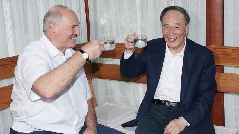 Chinese vice president meets Belarusian president on ties
