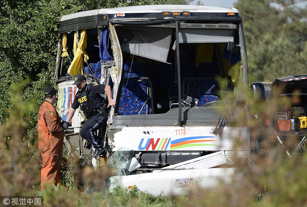 One Chinese tourist confirmed dead in bus crash in Canada