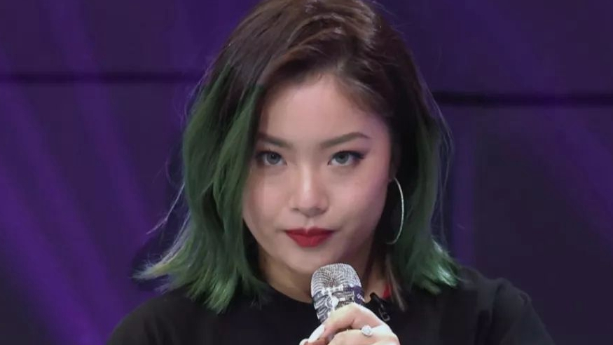 Wang Ju: Chinese idol challenges gender stereotypes