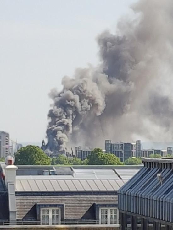 Massive fire engulfs London hotel building