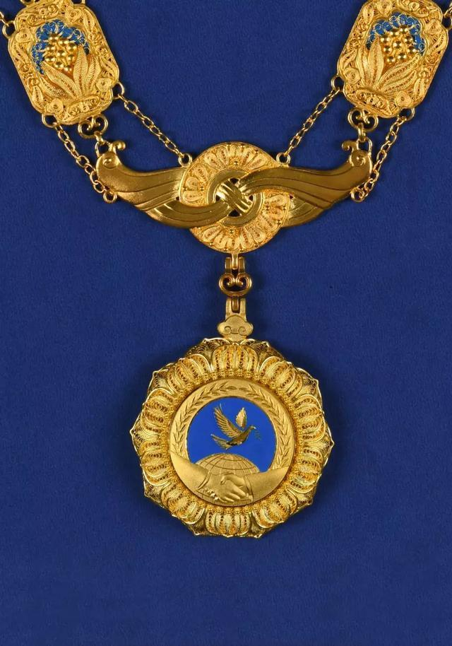 China to award PRC friendship medal for first time