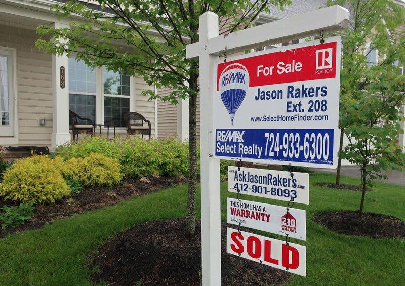 US long-term mortgage rates fall; 30-year at 4.54 percent